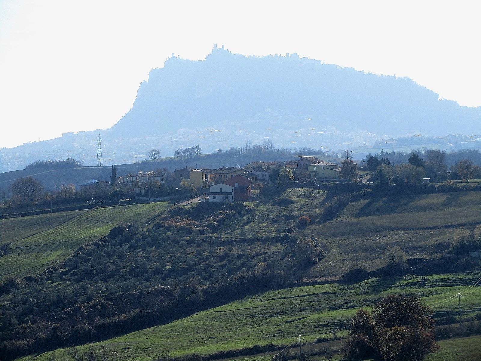 Azienda Agricola: vista del Monte Titano